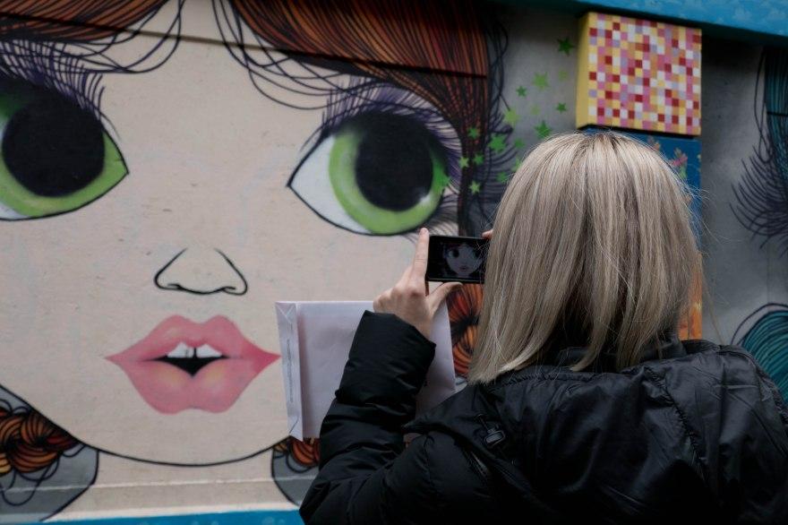 vickiseabrookphoto- graphitti woman